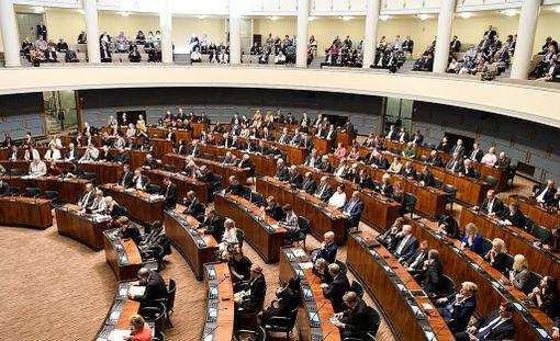 Hallituksen esitykseen sisältyi valtiovarainvaliokunnan mietintö veteraanien rahoista. Arkistokuva.