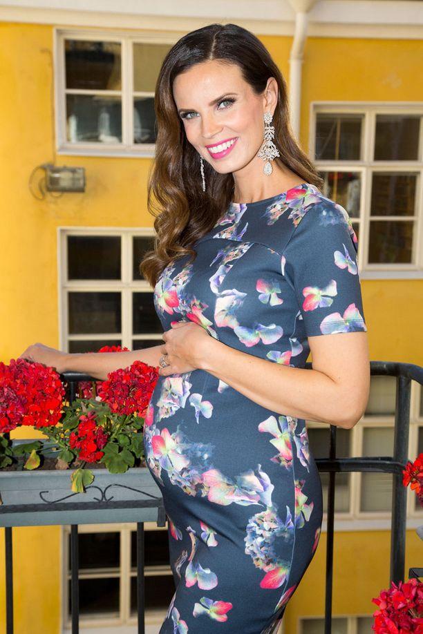 Suvi Tiilikaisen kolmas lapsi syntyy joulukuussa. Suvi hehkuu hyvää oloa raskaan alkuvaiheen jälkeen.