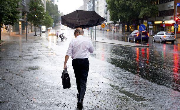 Sateenvarjolle on tarvetta ensi viikollakin.