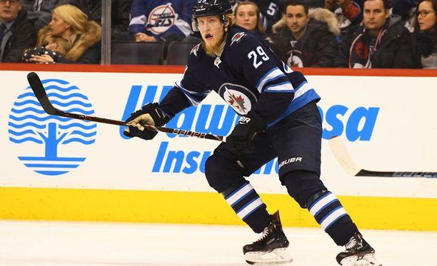 Patrik Laine palasi kaukaloon odotettua nopeammin ja pelasi mahtavan pelin Anaheim Ducksia vastaan.
