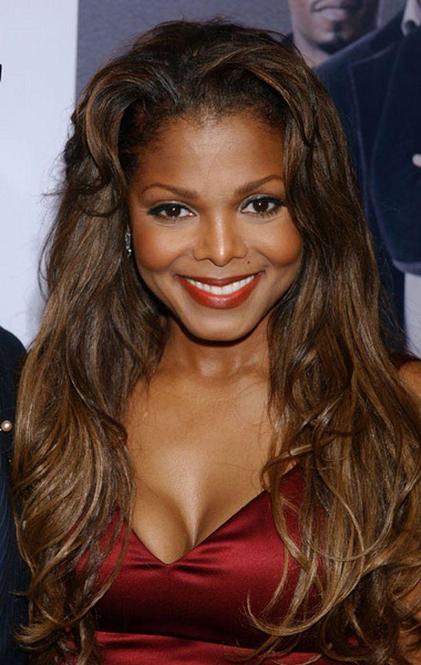 Janetin musiikki houkuttelee lemmenleikkeihin.
