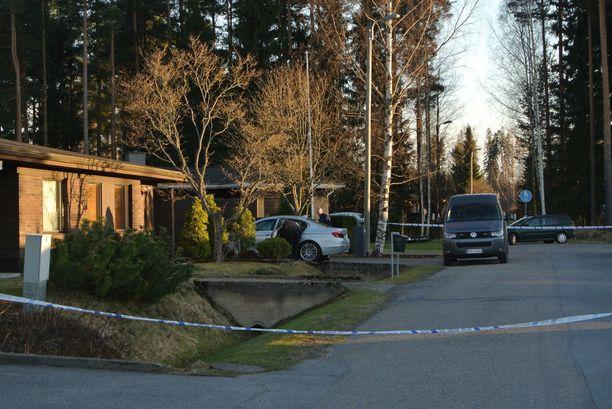 Surmaaja houkutteli uhrin kotiinsa, jossa hän tappoi uhrinsa 16 veitseniskulla.