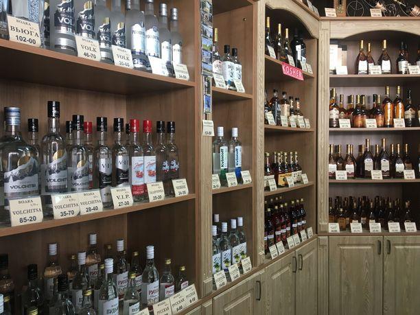 Vodkaa ja paikallista brandya. Juuri mihinkään muuhun ei Tiraspolin-vierailulla saa rupliaan kulumaan.