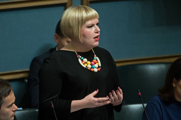 """Sote-uudistuksen vastuuministeri, peruspalveluministeri Annika Saarikko (kesk) kuvasi valinnanvapautta """"maakunnan työkaluksi."""""""