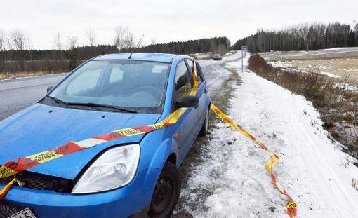 Kolmas auto törmäsi kahteen kolaroineeseen autoon.