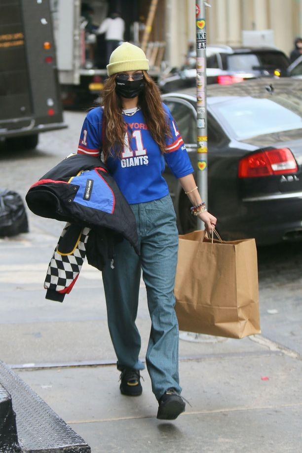 Bella Hadid on tuttu näky New Yorkin kaduilla. Tästä asusta häntä hädin tuskin tunnistaa.