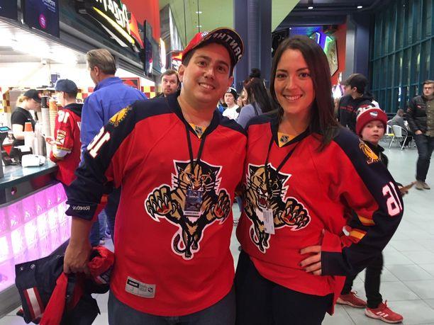 Harley ja Dawn Kesselman joutuvat kiirehtimään kotimaahansa häihin heti torstain NHL-ottelun jälkeen.