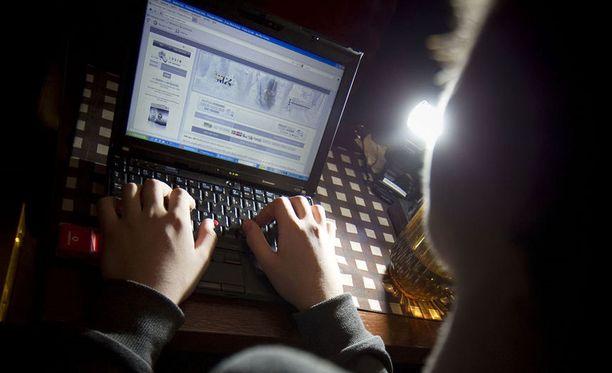 Miehen epäillään koodanneen itse haittaohjelman, jota virustorjuntaohjelmistot eivät ole tunnistaneet.