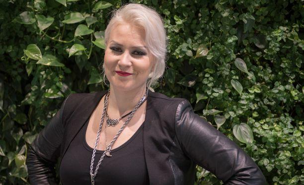 Battle Beast -laulaja Noora Louhimo kertoo, että alkuperäisjäsen Anton Kabasen erottaminen oli kova paikka.