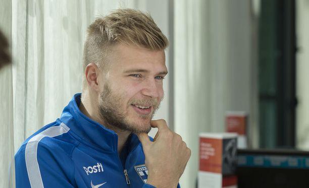 Lech Poznanin toppari Paulus Arajuuri taistelee lauantaina Puolan cupin voitosta.