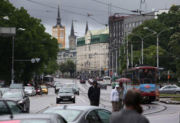 Tallinnan katuja ja jalkakäytäviä ei ole suunniteltu lastenvaunuja ja -rattaita varten.
