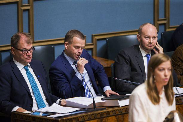Oppositiojohtaja Rinne haukkui Sipilän ja valtiovarainministeri Petteri Orpon (kok) maanrakoon ja ilmoitti, että SDP on vuoden päästä hallituksessa tekemässä päätöksiä.