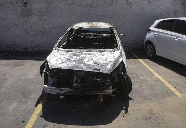 Amiridisin vuokraama auto löytyi poltettuna suurlähettilään katoamisen jälkeen. Autosta löytyi ruumis.