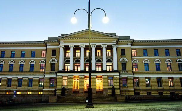 Seksuaalisesta häirinnästä syytetty professori kiistää häirinnän. Kuvassa Helsingin yliopiston päärakennus.