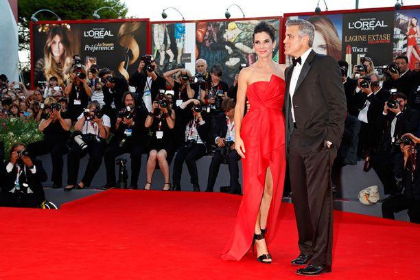 Gravity-elokuvan ensi-illassa viime vuonna toisen pääosan esittäjän George Clooneyn kanssa.
