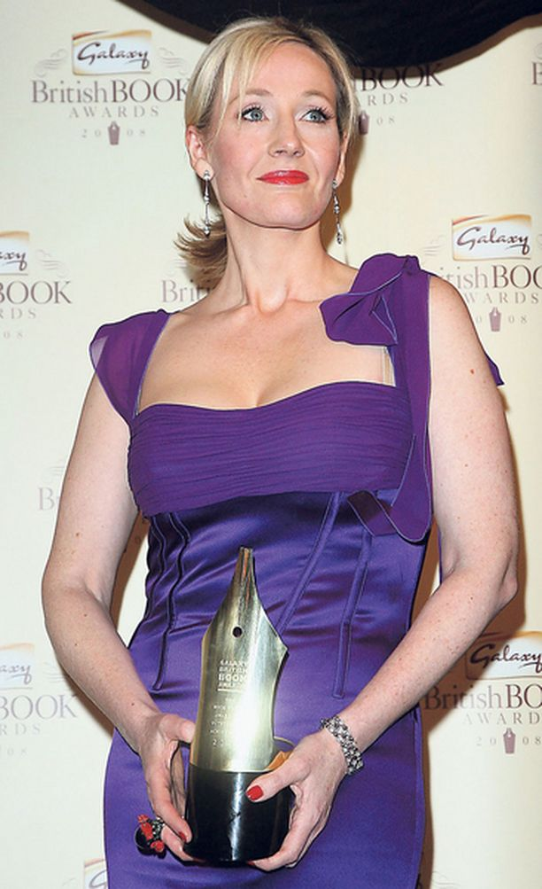 J. K. Rowling palkittiin saavutuksistaan Galaxy British Book Awards -tilaisuudessa.