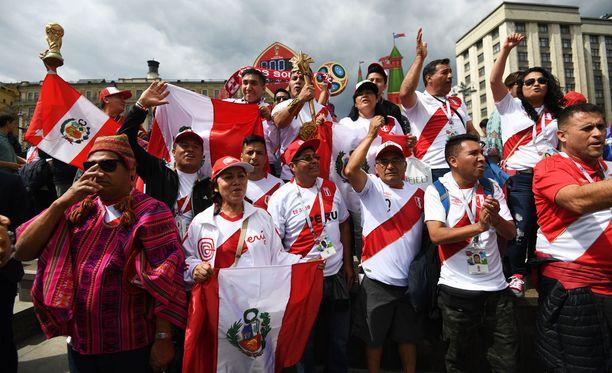 Perun fanit ovat hullaantuneet maansa MM-kisapaikasta. Kuvan fanit eivät tiettävästi liity tapaukseen.