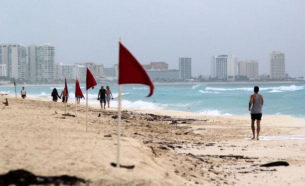 Noin kolme miljoonaa turistia vierailee Cancúnissa vuosittain.