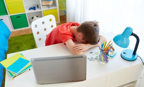 Kiusaaminen on ollut niin armotonta, että poika on kärsinyt vanhempiensa mukaan psykosomaattisista oireista. Kuvituskuva.