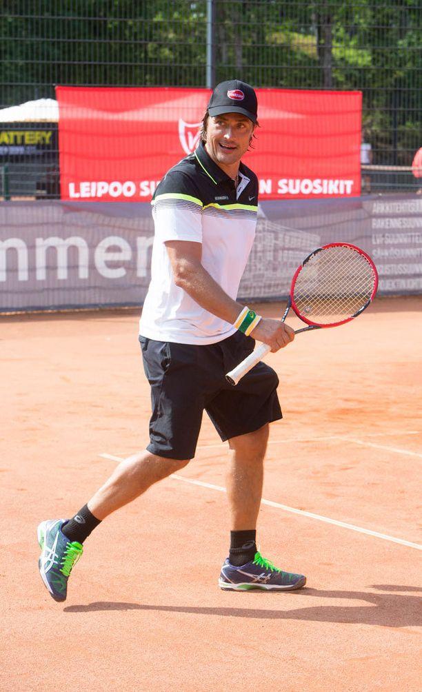 Teemu Selänne on tennismiehiä.