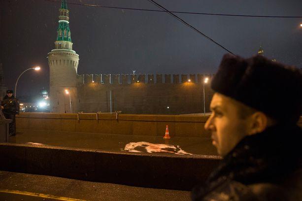 Kremlin muurit näkyvät murhapaikan taustalla.