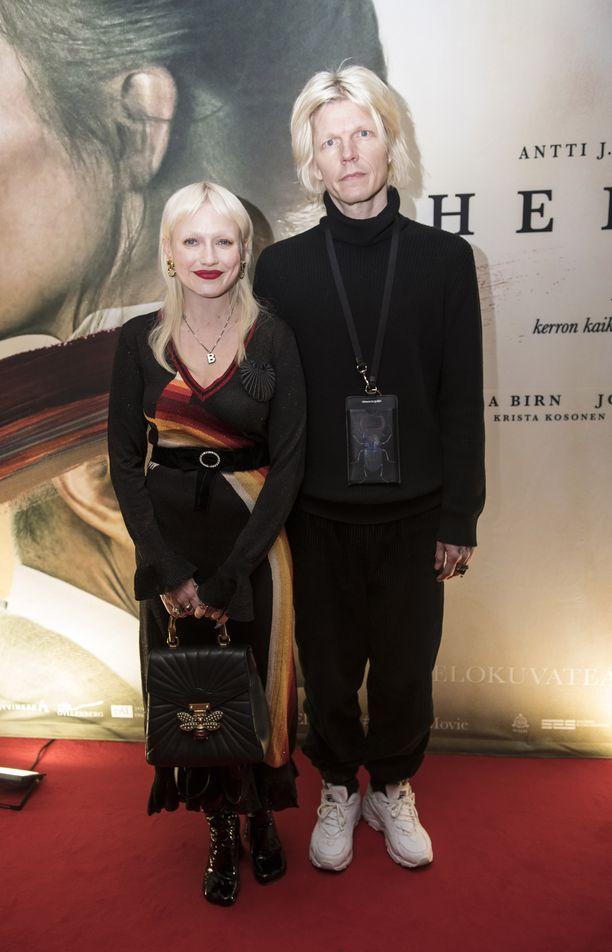 Chisu ja Jori Roosberg esiintyivät yhdessä Helene-elokuvan näytöksessä tammikuussa.