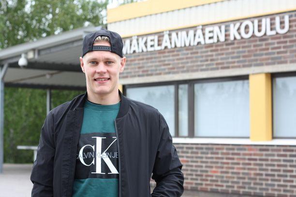 Muuramelainen Harri Pesonen kävi Mäkelänmäen koulua, mutta veri veti jo nuorena opiskeluita enemmän urheilemaan.