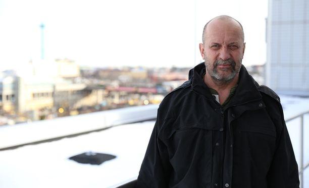 Kenneth Eriksson valittiin tänä vuonna Stadin Skoudeksi, koska valitsijoiden mukaan hänellä on ammattitaitoinen, osaava ja huomattavan yhteistyöhaluinen ote, joka on inspiroinut myös hänen työkavereitaan ja ryhmän jäseniä rikosten selvittämisessä ja verkostojen luomisessa.