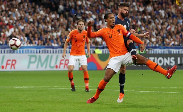 Olivier Giroud laukoi suoraan ilmasta Ranskan voittomaalin Hollantia vastaan.