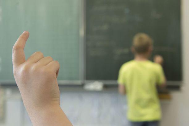 Levottomuus ja tarkkaamattomuus haittaavat alakouluikäisten koulutyötä.
