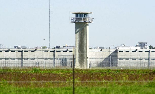 Teksasin vankeinhoitoviranomaiset valmistautuvat evakuoimaan Ramseyn, Terrellin ja Stringfellowin laitosten vangit.