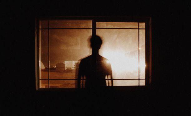 Hämärän ja pimeän ajan valaistus on yksi suojautumiskeino asuntomurtoja vastaan.