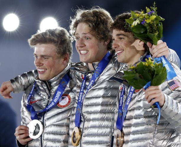 Gus Kenworthy (vasemmalla) saavutti hopeaa Vladimir Putinin olympialaisissa.