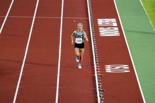 Hirmukuntoista Therese Johaugia ei päästetä Tukholman Timanttiliigan kilpailuun.