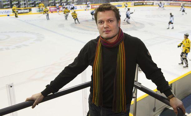 Leijonien ja KalPan vanha kapteeni Sami Kapanen korostaa pelaajan valintoja taklaustilanteessa.
