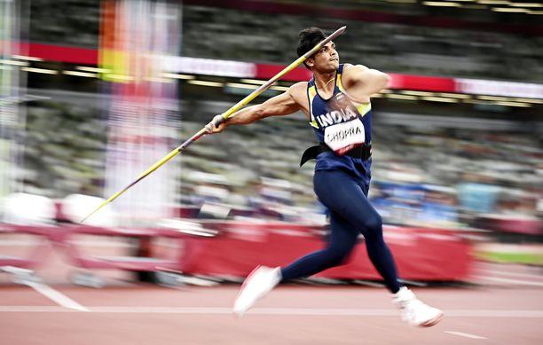 Neeraj Chopra heitti omalla keihäällään olympiakultaa.