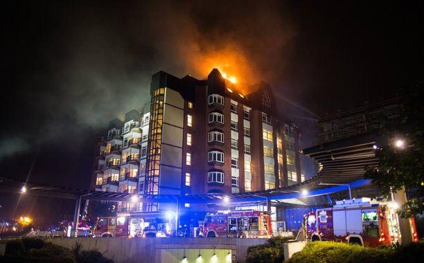 Bergmannsheilin yliopistollinen sairaala palaa Saksan Bochumissa.