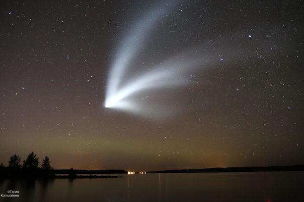Taisto Komulainen sai ikuistettua upean kuvan valoilmiöstä Kajaanissa.