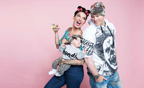 Sini Ariell asuu puolisonsa Stuartin ja tyttärensä Pennyn kanssa Australiassa.