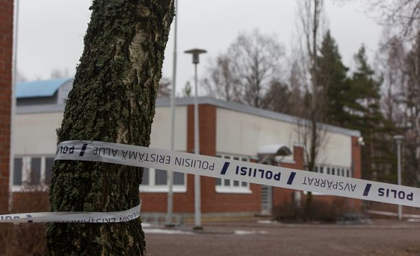 Poliisi on eristänyt terveyskeskuksen alueen Kotkassa.