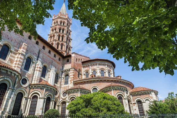 Vaaleanpunainen St. Serninin basilika on Toulousen maamerkkejä.