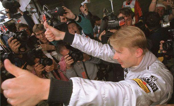 """Mika Häkkinen voitti maailmanmestaruuden vuosina 1998 ja 1999. BBC:n F1-toimittaja kuvaili Häkkistä """"vaiteliaaksi""""."""