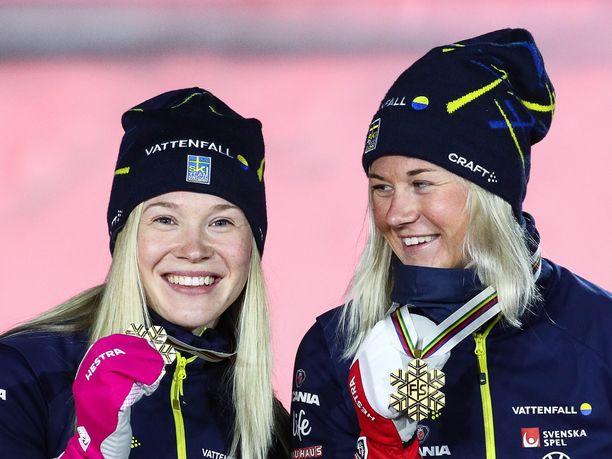 Jonna Sundling ja Maja Dahlqvist voittivat MM-kultaa parisprintissä.