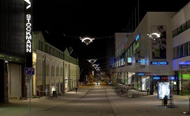 Turun keskustassa sijaitsevassa baarissa tapahtui perjantain ja lauantain vastaisena yönä ampumisvälikohtaus.