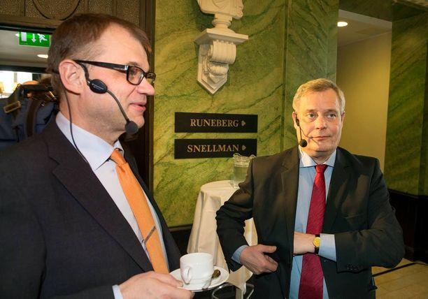 Antti Rinteellä (sd) on povitaskussaan uusi vero pääministeri Juha Sipilän (kesk) sijoituksille.