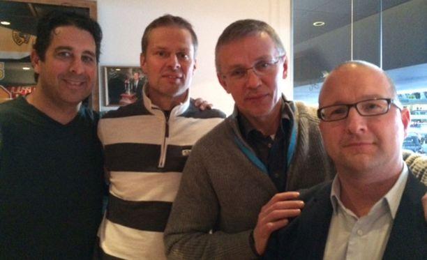 Ian Pulver, Juha Ylönen, Igor Larionov ja Mika Backman seuraavat Suomi-Venäjä-ottelua.