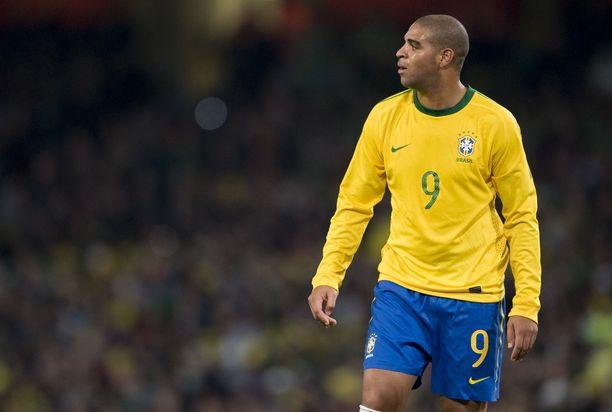 Adriano pelasi usealla kaudella Brasilian maajoukkueessa ja oli voittamassa Copa American. Kuva vuodelta 2009.
