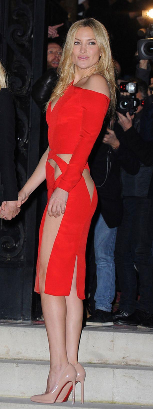Upea Kate Hudson pukeutui näyttävään punaiseen mekkoon.