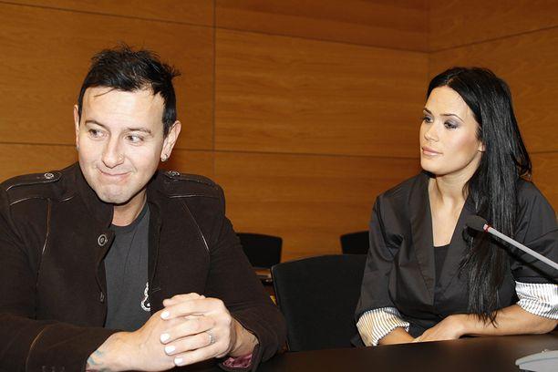 Martina Aitolehti sai muun muassa pahoinpitelystä tuomion Helsingin käräjäoikeudessa vuonna 2010. Käräjillä istui myös hänen tuolloinen miehensä Esko Eerikäinen.