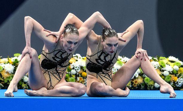 Svetlana Kolesnitshenko ja Svetlana Romashina voittivat taitouinnin pariohjelmassa kultaa.